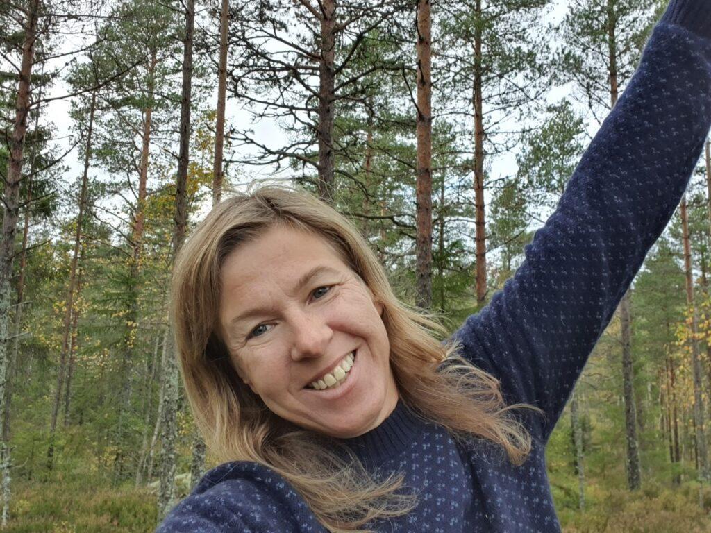 Deelnemer Danielle tijdens solotrekking in Zweden van Northern Pioneers wildernistrekkings hiking