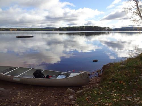 Kanovaren naar een onbewoond eiland in Zweden