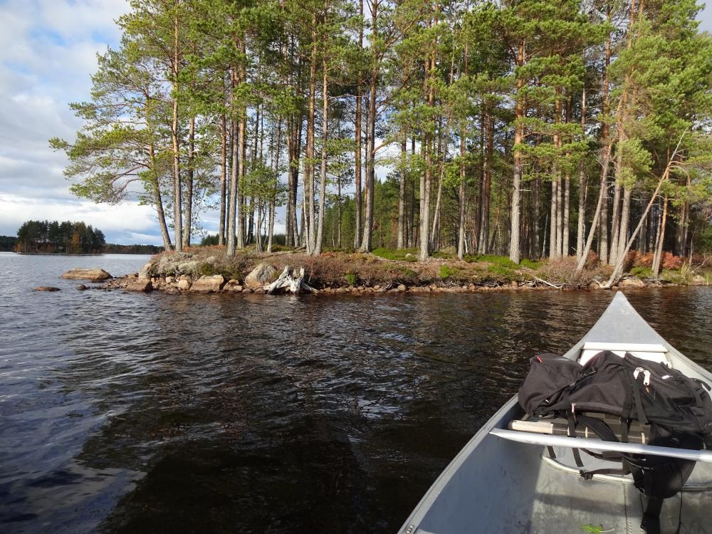 Met kano varen naar onbewoond eiland voor bushcraft cursus in zweden
