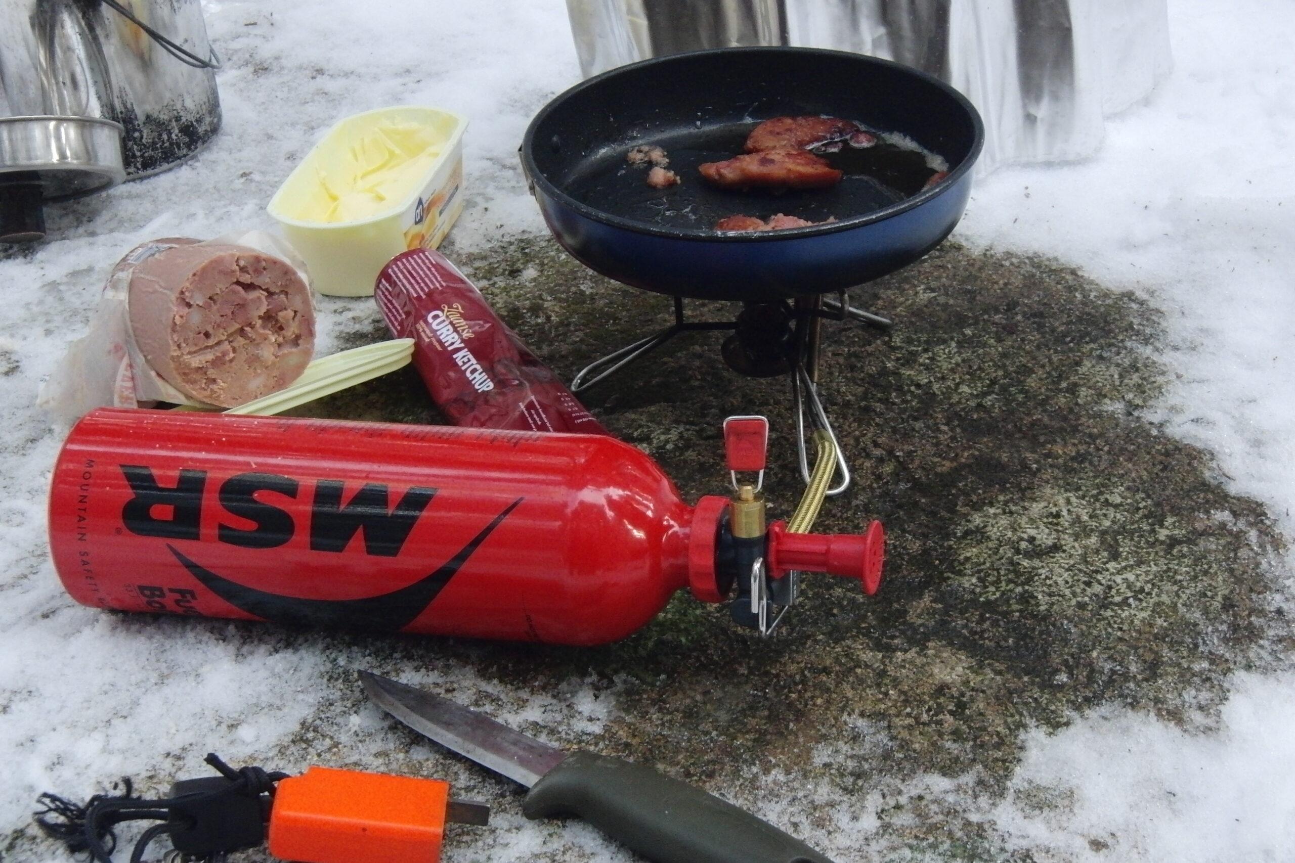 Koken tijdens kamperen in de winter